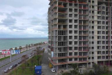Черный каркас у моря, квартира 36 метров квадратных