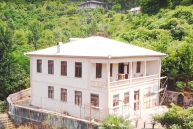 Земельный участок 3400 м2 с домом 310 м2